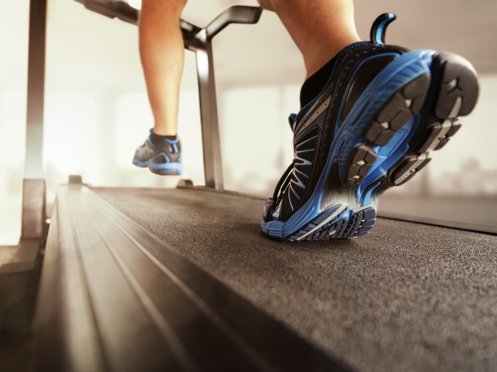 1024x768_running-on-treadmill-shoes-gym
