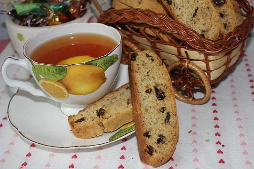 сухарики с изюмом и орехами