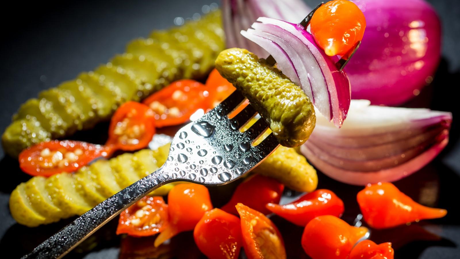 marinovannye-ogurcy-pomidory