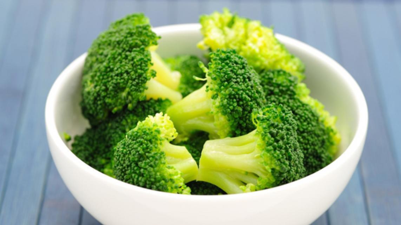 rundsvlees_met_een_vinaigrette_van_broccoli_en_gezouten_nootjes2
